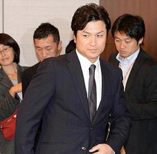 高橋由伸 妻 子供監督 顔写真