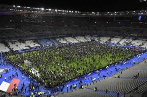 パリ フランス 同時多発テロ 画像