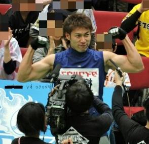 柳田悠岐 筋肉 マッチョ 写真 画像