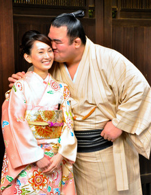琴奨菊 嫁 奥さん キス ツーショット画像
