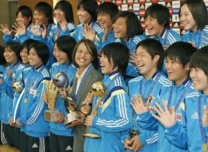 高倉麻子監督 リトルなでしこ 女子サッカー優勝画像