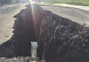 熊本地震 地割れ 写真