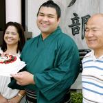 大相撲力士・高安晃の両親画像(母親・父親)彼女に結婚の噂は本当か