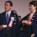 岸田文雄の結婚相手の妻画像 嫁は超美人で子供も多い幸せ家族